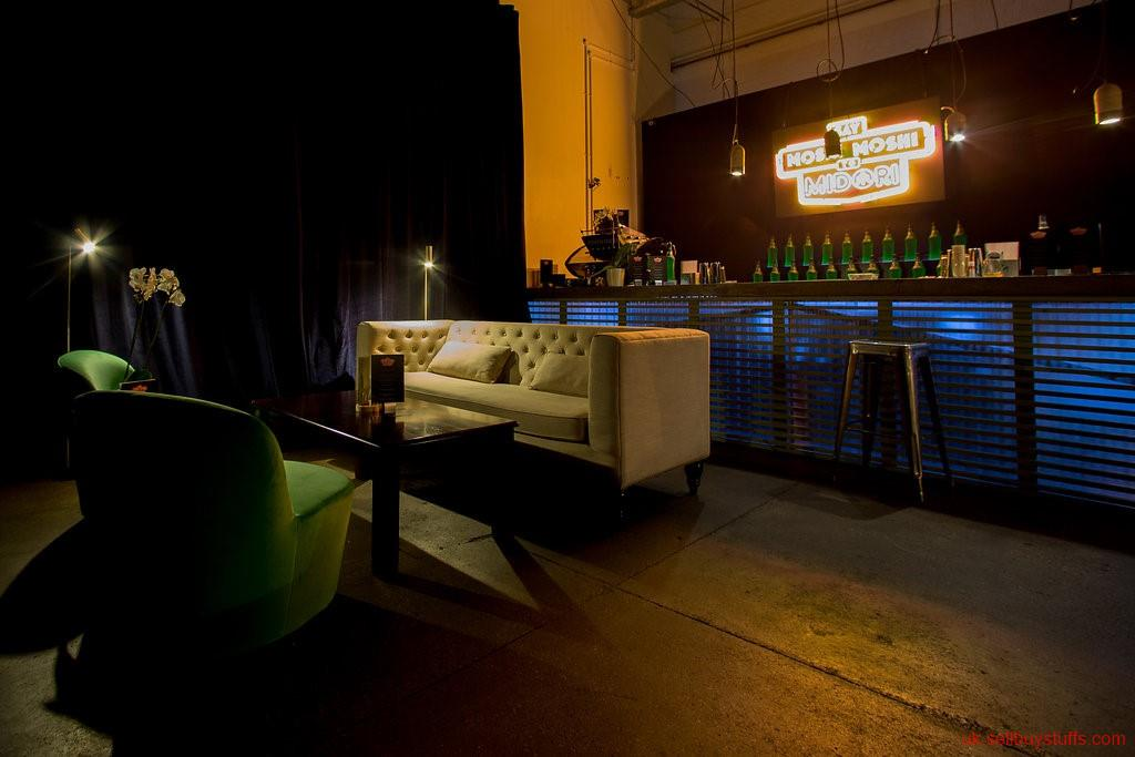 second hand/new: Opt for Bar Hire to Organise and Enjoy a Party in a Hassle-free Way